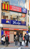Tokyo, Japan - 28 December, 2011: McDonalds fast food restaurant in central Tokyo — Stock Photo