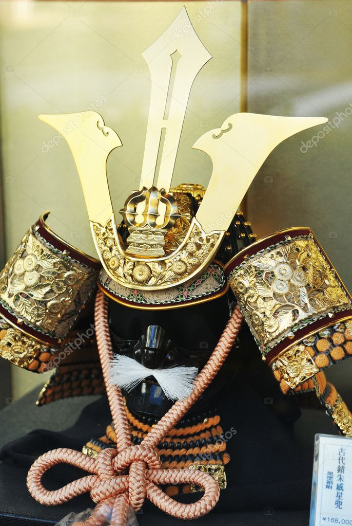 Ancient Samurai outfit on display at auction house in Chiyoda, Tokyo — Stock Photo #9821221