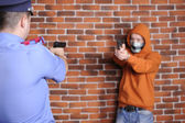Police officer and criminal targeting them at each other — Stock Photo