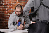 Police officer interrogates detainee — Stock Photo