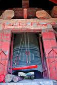 Antyczny czerwony brązowy dzwon i wieża pekin chiny — Zdjęcie stockowe