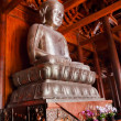 Foto Stock: Silver Buddhin Wooden Hall Altar Jing Temple Shanghai China