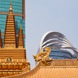 图库照片: Golden Temples Dragons Roof Top Jing Temple Shanghai China