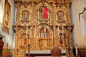 Español altar adornado serra misión capilla de san juan capistrano c — Foto de Stock