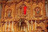 Zlatý oltář serra kaple mise san juan capistrano církevní ca — Stock fotografie