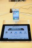 Iphone 4 在苹果商店中的显示 — 图库照片