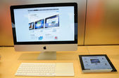 Imac display in Apple store — Stock Photo