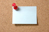 Post-it note with pushpin on corkboard — Stock Photo
