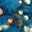 boules de Noël sur l'arbre — Photo