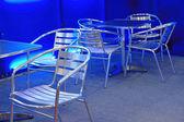 Mesas e cadeiras vazias de aço inoxidável — Foto Stock