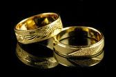 Anillos de boda de oro — Foto de Stock