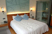Dormitorio moderno hotel — Foto de Stock