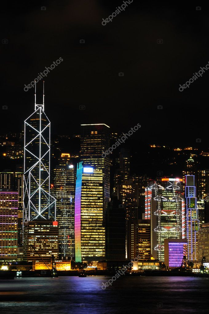 Night scene of business buildings in Hong Kong — Stock Photo #9146036