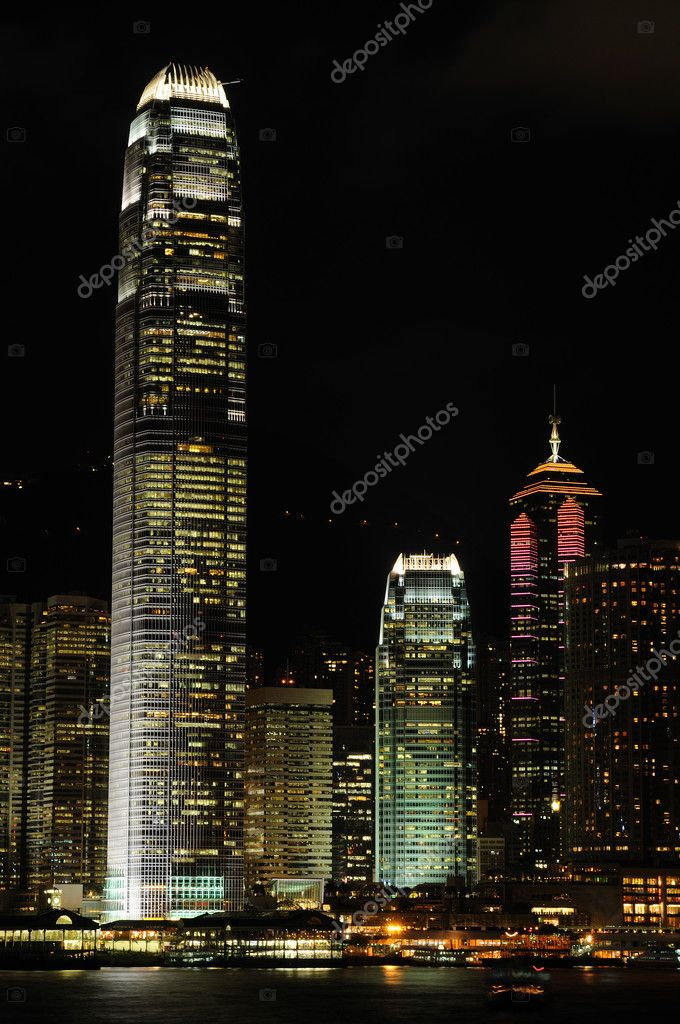 Night scene of business buildings in Hong Kong — Stock Photo #9146046