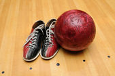 Bowling shoes and ball — Stock Photo