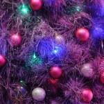 Christbaumschmuck auf Baum — Stockfoto