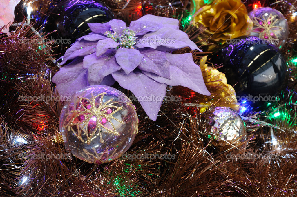 Close up of christmas ornaments on tree — Stok fotoğraf #9620203