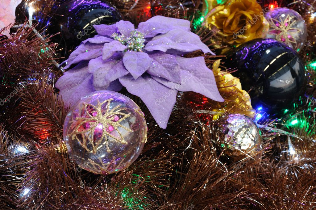 Close up of christmas ornaments on tree — Стоковая фотография #9620203
