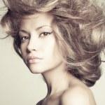 mooie vrouw met prachtige haren — Stockfoto #8129693