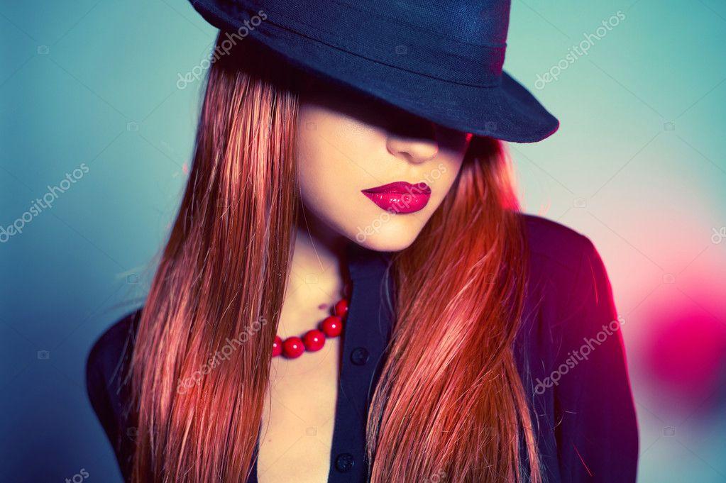 Фотообои дама в шляпе