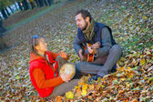 Liebe paar junge musiker — Stockfoto