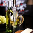 White wine and cheese — Stock Photo