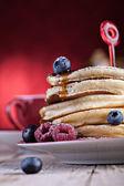 Ahududu ile pancakes — Stok fotoğraf