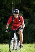 Człowiek na rowerze — Zdjęcie stockowe