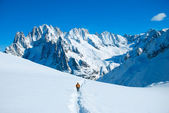 Hikers in winter mountains — Stock Photo