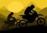 オートバイのライダー オートバイの野生の山の風景れたらのシルエット — ストックベクタ