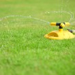 Installation of water sprays on green lawn — 图库照片 #9778930