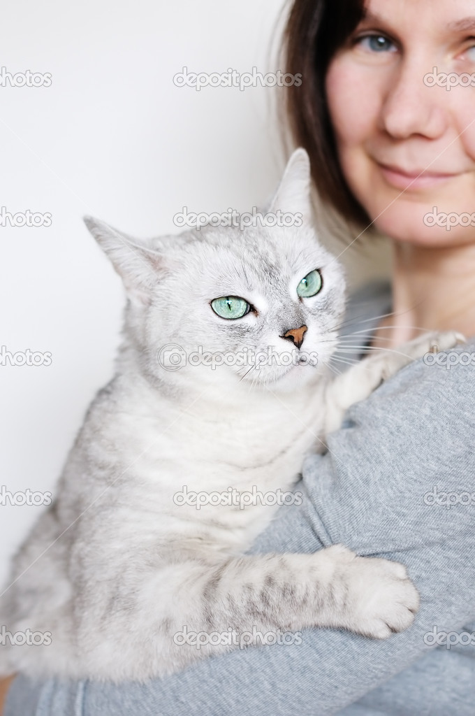 Middle age woman holding beautiful grey cat — Stock Photo #10145264