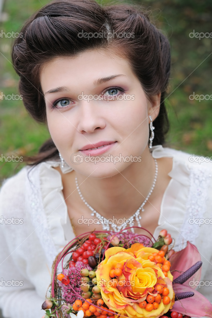 Beautiful young bride, portrait outdoors — Stock Photo #10162091