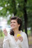 Heureuse mariée s'amuser — Photo