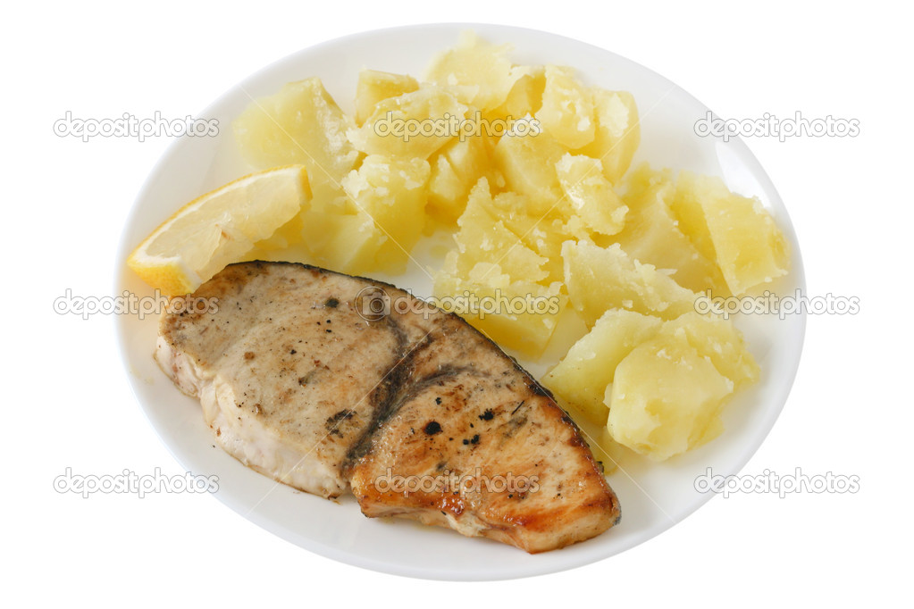 Fried fish with potato and lemon — Stock Photo #8083733