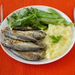 Fried sardines with mashed potato and green beans — Stock Photo #9175164