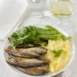 Fried sardines with mashed potato and green beans — Stock Photo #9175180