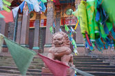 Lion sculpture in front of Saint-Petersburg Buddhist Temple Gunz — Stok fotoğraf