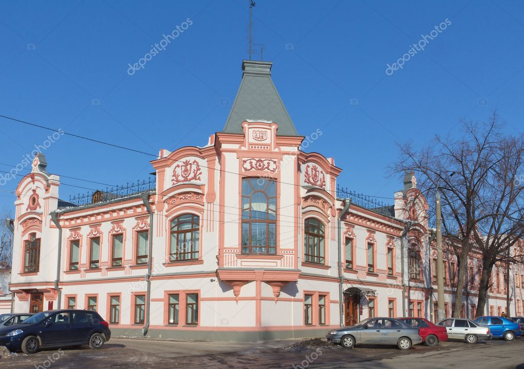 Old classical residential building in the center of Kazan, Republic of Tatarstan, Russia — Stock Photo #9671933
