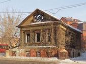 Old wooden house in Kazan, Tatarstan, Russia — Stock Photo