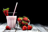 いちごのミルクセーキ — ストック写真