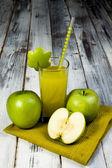 Green apple juice — Stock Photo