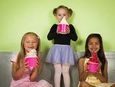 Comer yogur congelado — Foto de Stock