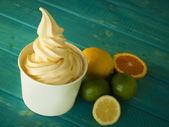 Zmrazené jogurt měkké sloužit — Stock fotografie