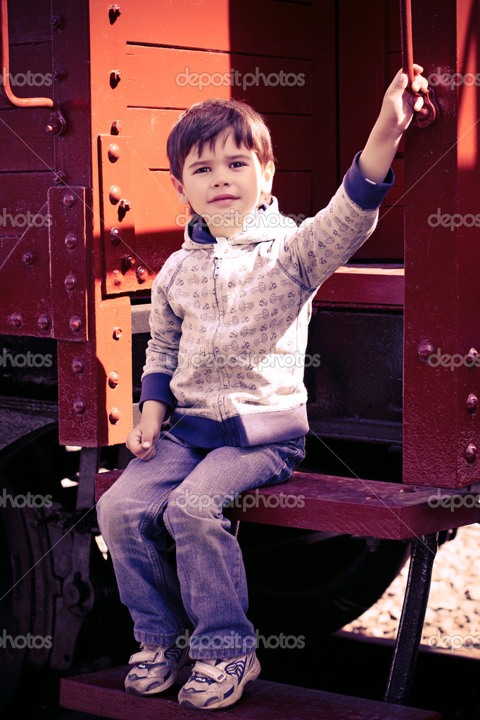 3-year-old boy near a retro car in a museum locomotives. St. Petersburg. Russia — Stock Photo #10227990