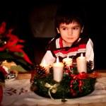 Noel Baba için bekleyen bir çocuk. İyi geceler. kıvılcım. Noel süsler — Stok fotoğraf