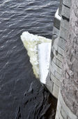 The big piece of the broken ice in the Neva — Stock Photo