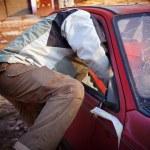 Hooligan smashing windshield — Stock Photo