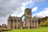 Fountains Abbey in North Yorkshire, England — Foto de Stock