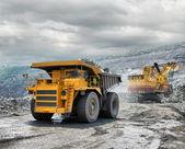 Caricamento del minerale di ferro — Foto Stock
